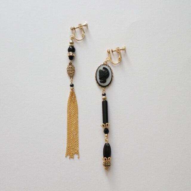 Vintage  Czech glass cabochon asymmetry earring(pierce)の画像1枚目