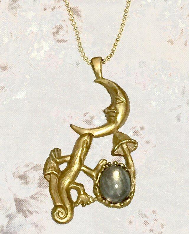 moon (トカゲ+月+ラブラドライト)真鍮製の画像1枚目