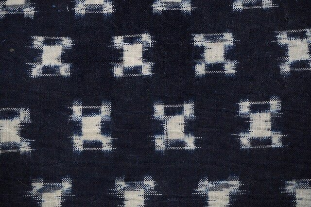 kh000402 石畳紋様絣木綿ハギレ50cm☆古布・古裂 /筒描き/型染め/藍染/の画像1枚目