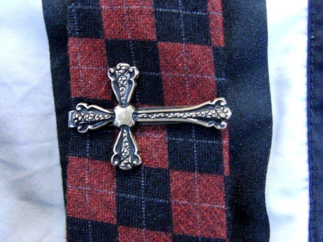 真鍮ブラス製 レトロクロス・十字架型ネクタイピン(タイバー)1個 ネクタイ・ポケットの飾りにの画像1枚目