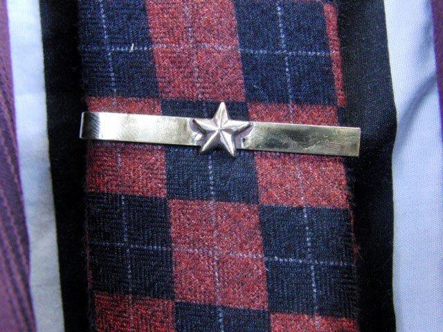 真鍮ブラス製 ミニスター型ネクタイピン(タイバー)1個 ネクタイ・ポケットの飾りにの画像1枚目