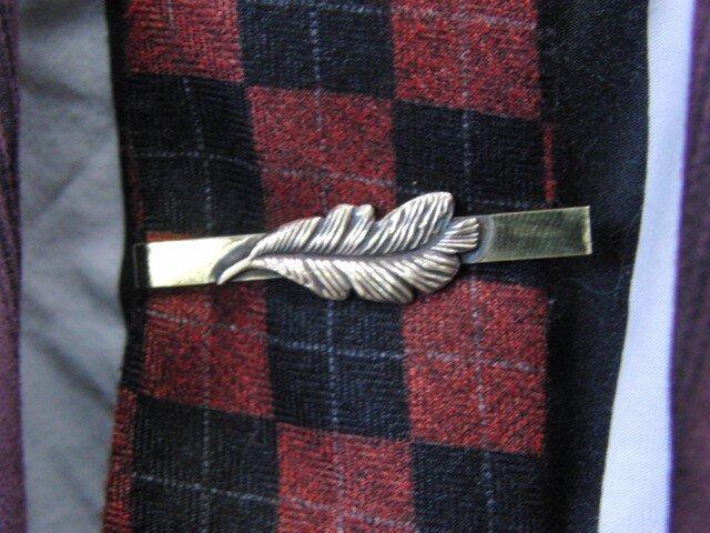 真鍮ブラス製 ミニフェザー型ネクタイピン(タイバー)1個 ネクタイ・ポケットの飾りにの画像1枚目