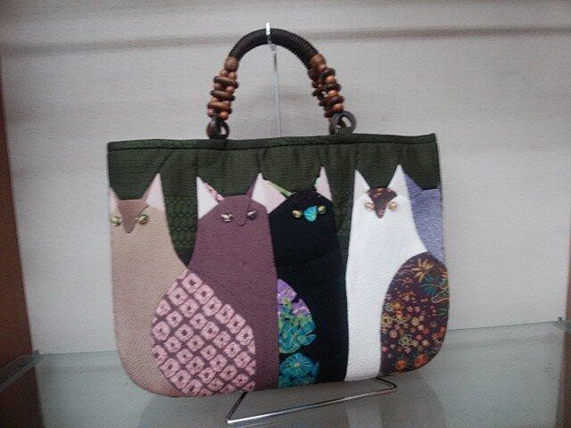 5匹猫のいるバッグ◆紬◆猫のいる風景シリーズ◆手ぬいの画像1枚目