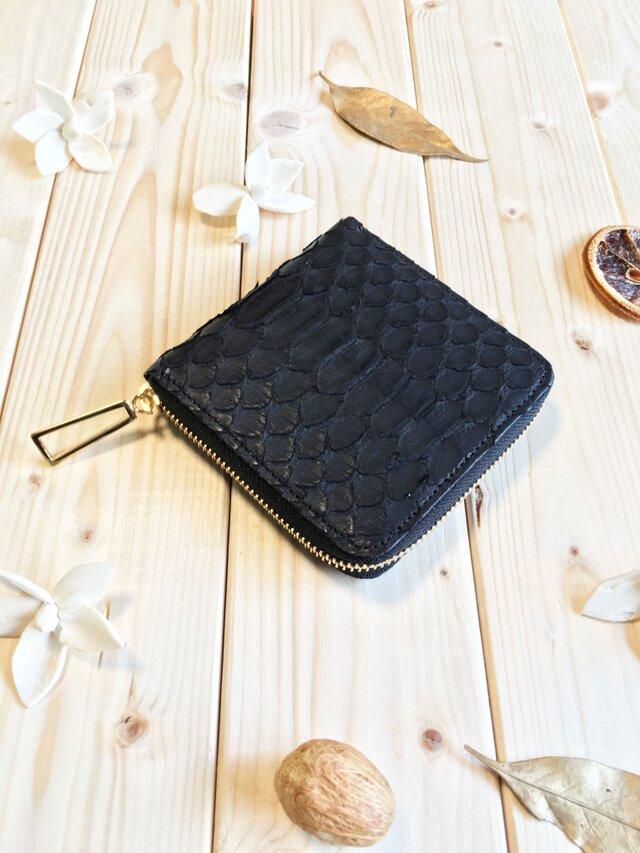 エキゾチックシリーズ≪パイソンブラック≫コンパクト型二つ折り財布の画像1枚目