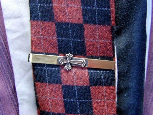 真鍮ブラス製 ミニクロス/十字架型ネクタイピン(タイバー)1個 ネクタイ・ポケットの飾りにの画像1枚目
