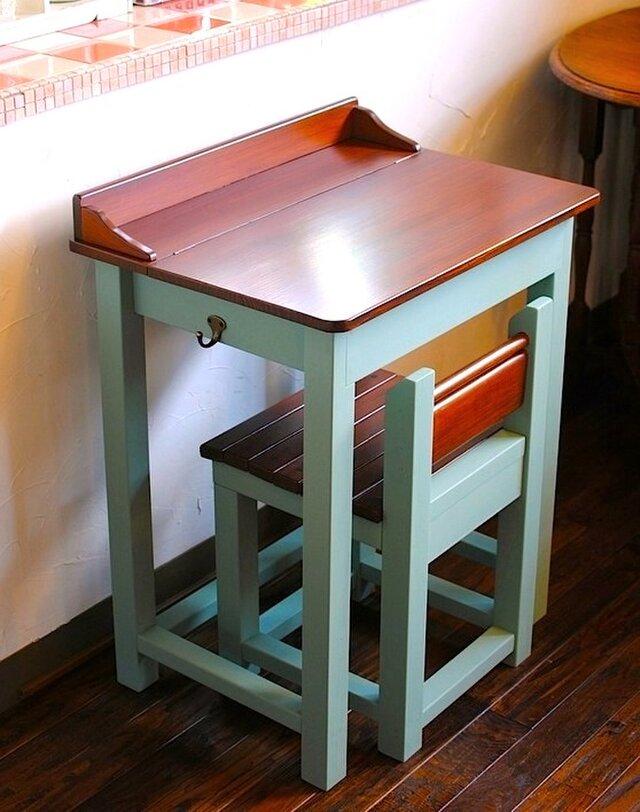 ☆かわいいパタパタ机と引出し付きの椅子セット★Old Villageバターミルクペイントの画像1枚目