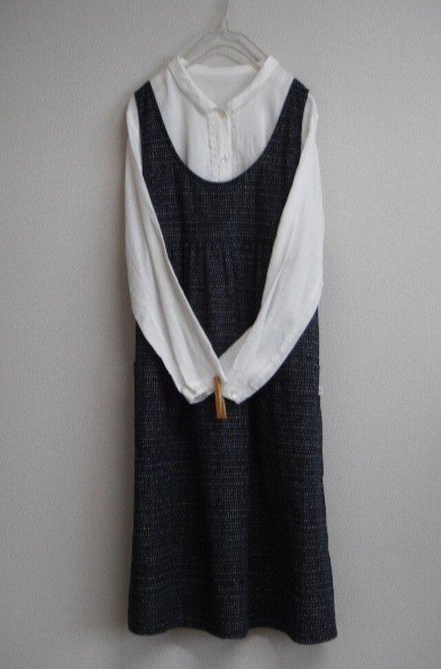 木綿のエプロンワンピース 紺色の画像1枚目