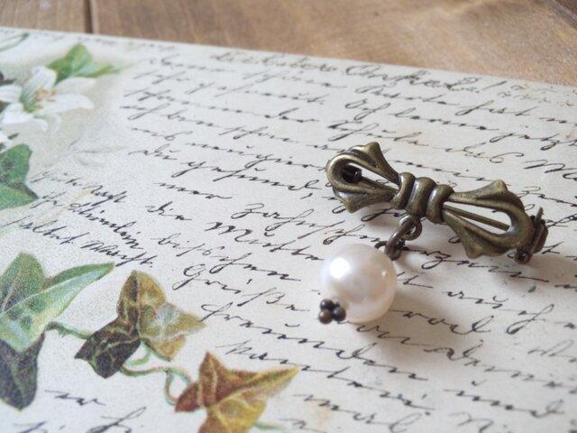 アコヤ真珠のリボンブローチの画像1枚目