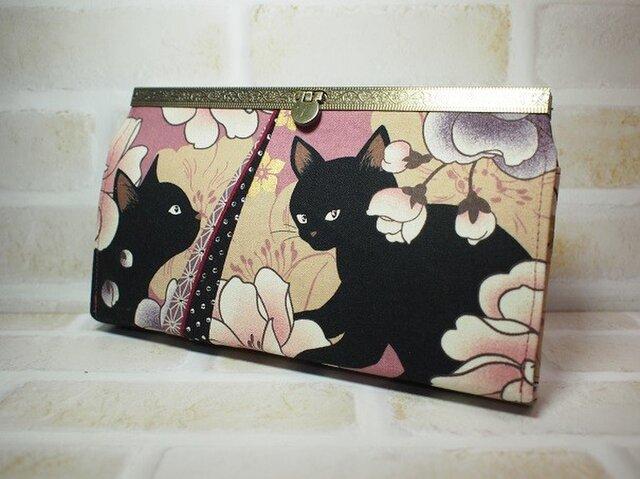 黒猫と牡丹の長財布(口金模様入り・藤蘭)の画像1枚目