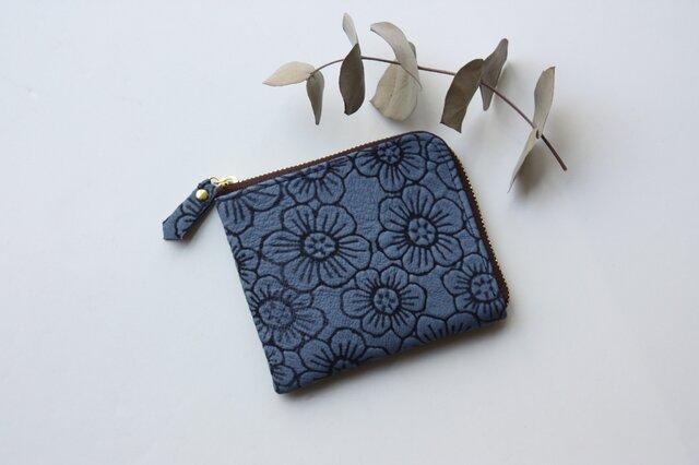 ピッグスキンのスリムな折り財布 フラワーブルーの画像1枚目