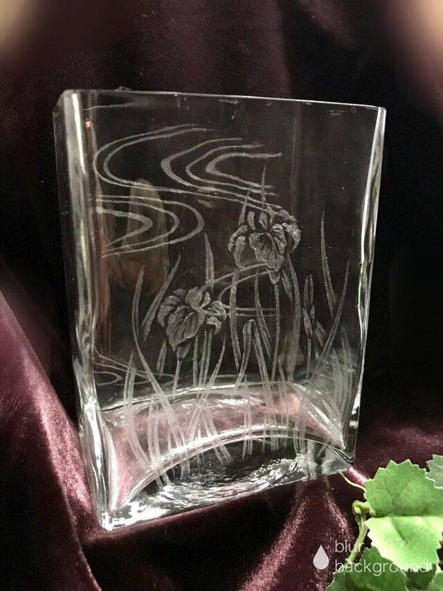 あやめのスクエア花器〜手彫りガラス〜の画像1枚目