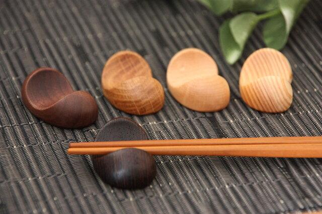 木の箸置き 豆形 木の種類いろいろ5種セットの画像1枚目