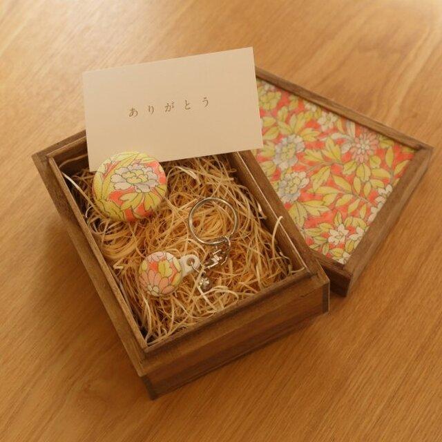 【ギフト】小さな桐箱ときもの小物3点セット 菊文の画像1枚目