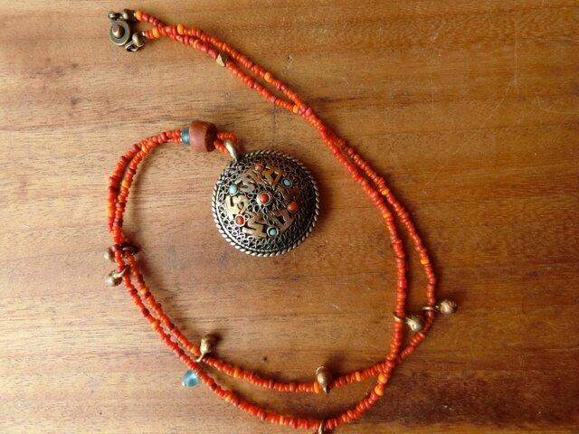 *古のとらいばるなネックレス。@ネパールの曼荼羅トップ+スマトラミックスビーズの画像1枚目