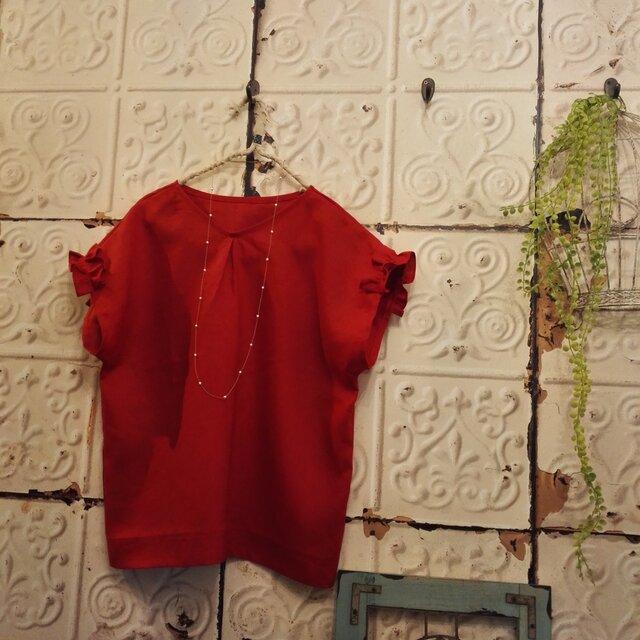 きれいな赤色リネン袖フリルトップスの画像1枚目