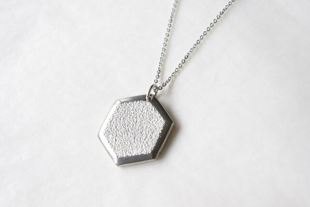 鋳金ネックレス『IHADA』白無地 六角の画像1枚目
