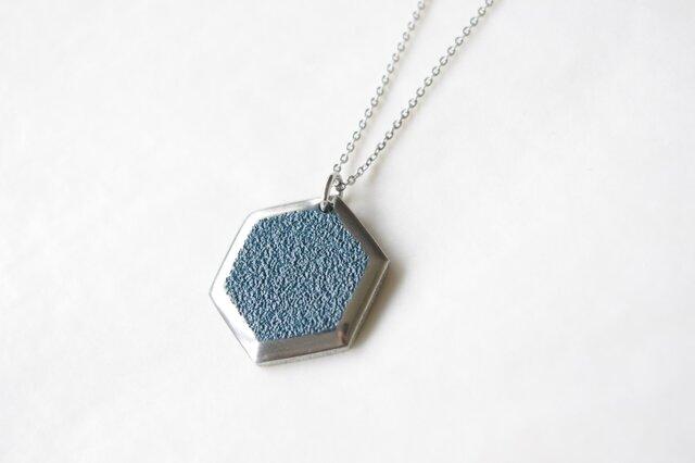 鋳金ネックレス『IHADA』藍色 六角の画像1枚目