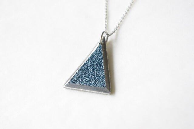鋳金ネックレス『IHADA』藍色 三角の画像1枚目