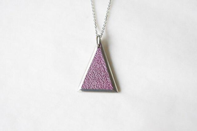 鋳金ネックレス『IHADA』小豆色 三角の画像1枚目