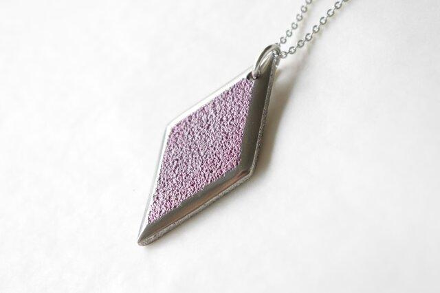 鋳金ネックレス『IHADA』小豆色 菱形の画像1枚目