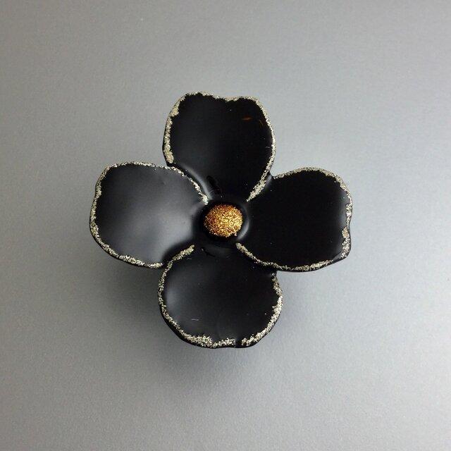漆ピンブローチ(黒・花)の画像1枚目
