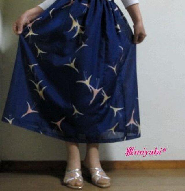 裏付き紺地鶴柄透ける夏着物スカートの画像1枚目