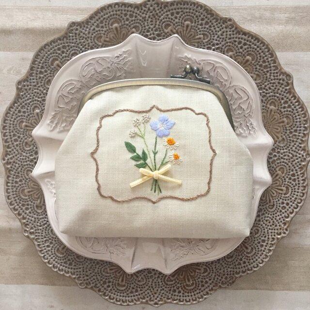 花束の手刺繍のがまぐちの画像1枚目