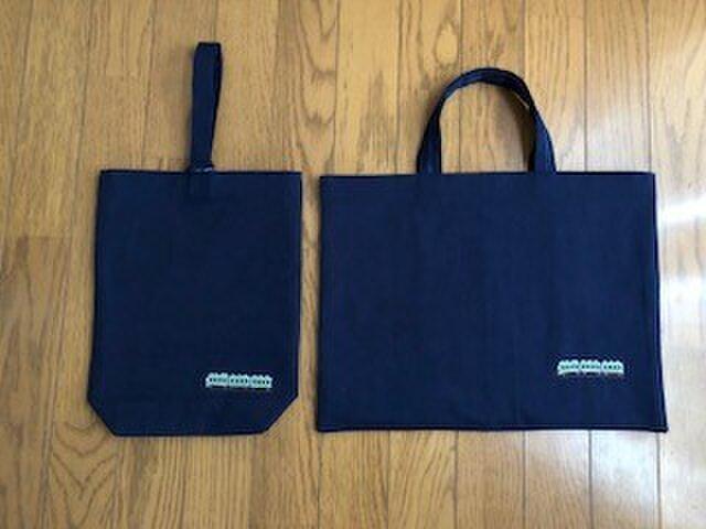 クロスステッチ刺繍:電車★紺色レッスンバッグとくつ入れ*通園通学の画像1枚目