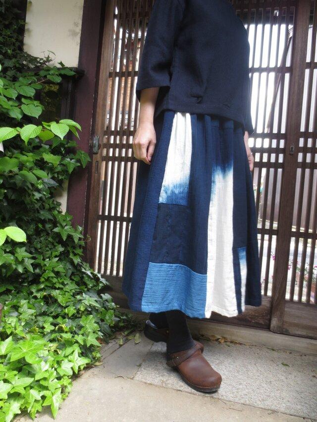 藍染めリメイク☆手染め暈しの優しい木綿爽やかスカート78㎝丈の画像1枚目