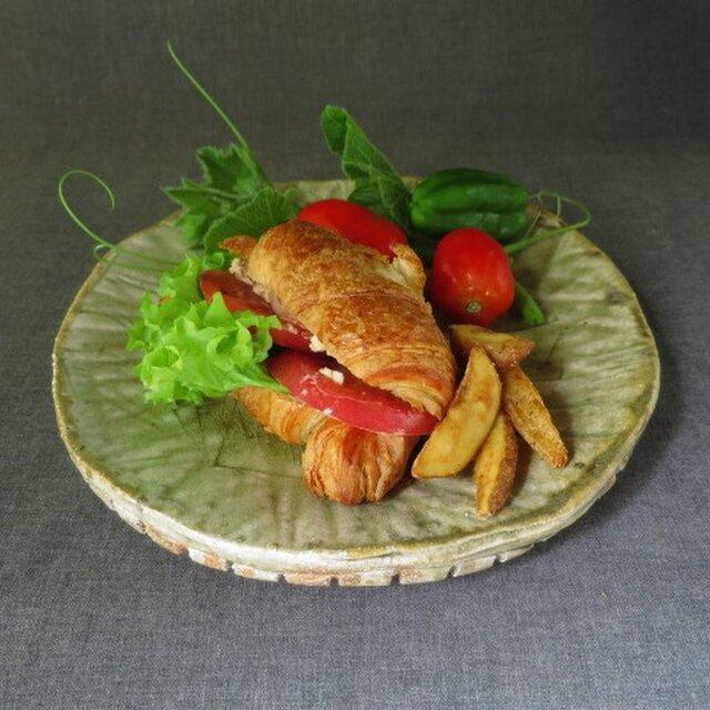 【送料無料】陶器 食器(82) 型押し模様大皿 陶芸家オリジナルの画像1枚目