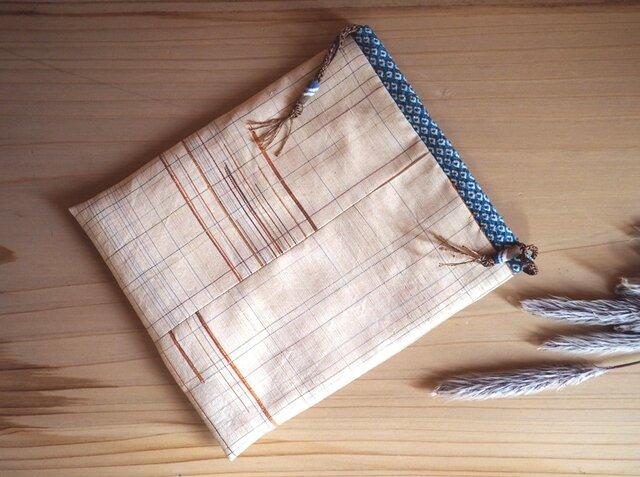 K's 卵色の紬にアフリカのサンドビーズの巾着-着物地(古布)からの画像1枚目