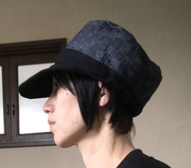 格子デニム×黒ニット帽子の画像1枚目