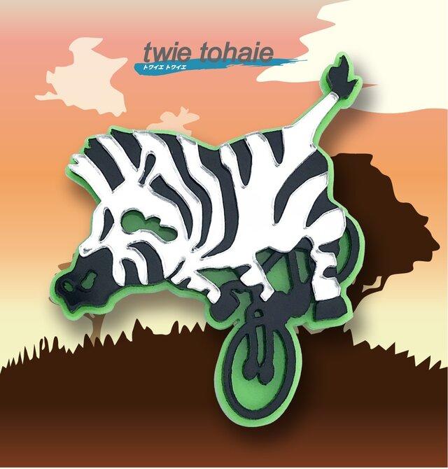 ゼブラブローチon自転車 リフレクションブローチの画像1枚目