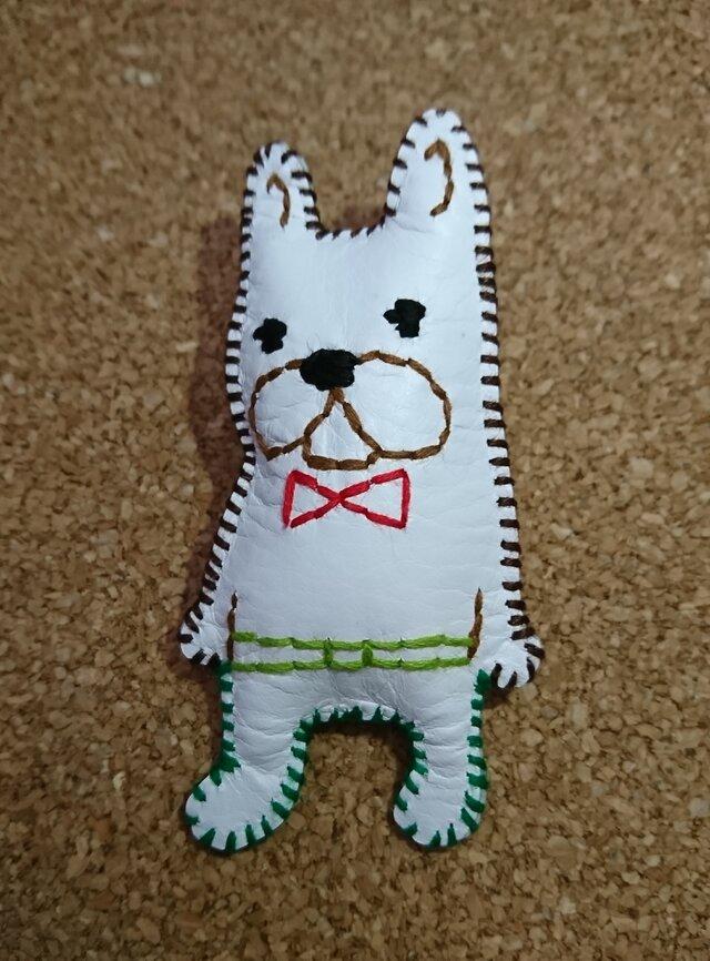 フレンチブルドッグのレザー刺繍ブローチ(オシャレふれぶる④)の画像1枚目
