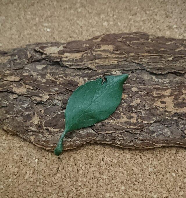 葉っぱモチーフのブローチ③の画像1枚目