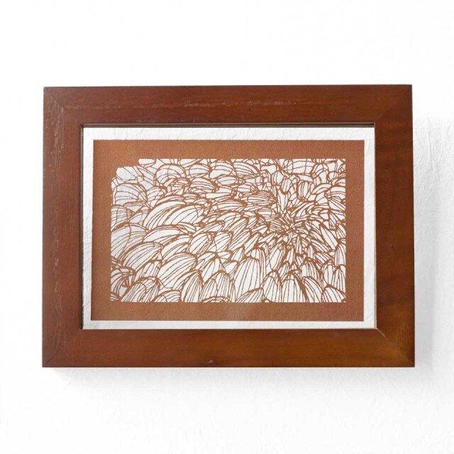 切り絵 菊 フローターフレーム 透明背景 茶の渋紙の画像1枚目