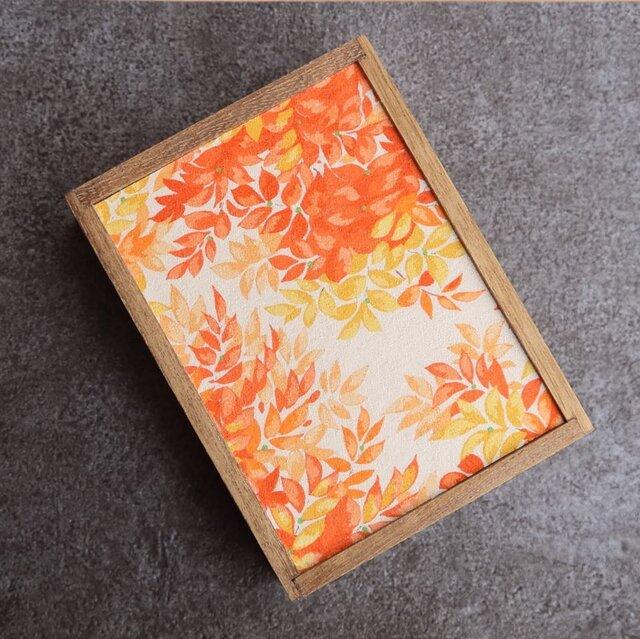 小さな桐の飾り箱 リーフ柄の画像1枚目