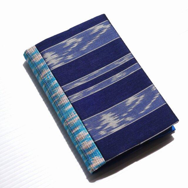 文庫ブックカバータイシルク紺と水色 B1の画像1枚目
