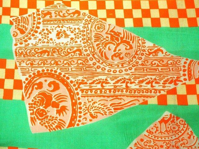 s0030 市松紋更紗紋様ハギレ・橙・黄緑色50cm☆古布・古裂/絞り/錦紗縮緬/正絹/人絹/モスリンの画像1枚目