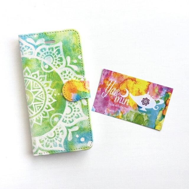 【春・夏】モロッコ風手描き曼荼羅柄 ライトグリーンとブルーの手帳型iPhone/Androidケース(留め具orange)の画像1枚目
