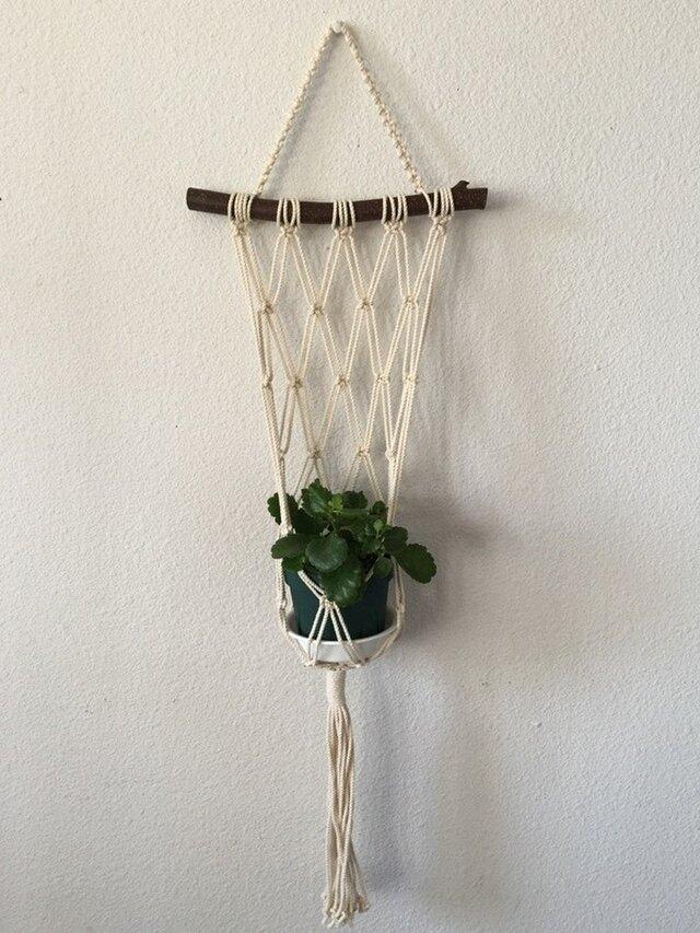 壁掛け型~栗の木の枝とマクラメ編みのプラントハンガーの画像1枚目