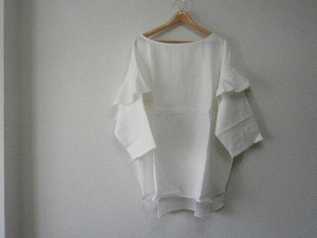 en-enフランスリネン・切りっぱなしフレアー付き袖プルオーバー・オフホワイトの画像1枚目