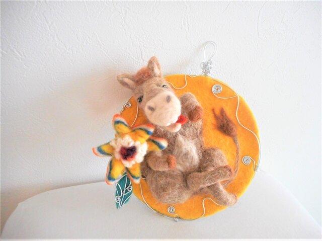 ロバと花の壁掛け オブジェの画像1枚目