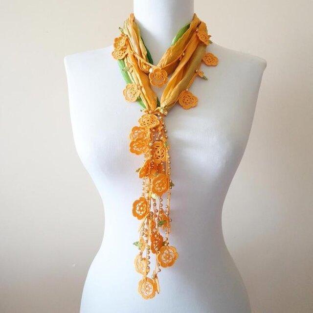 シルクスカーフのロングラリエット オレンジのお花の画像1枚目