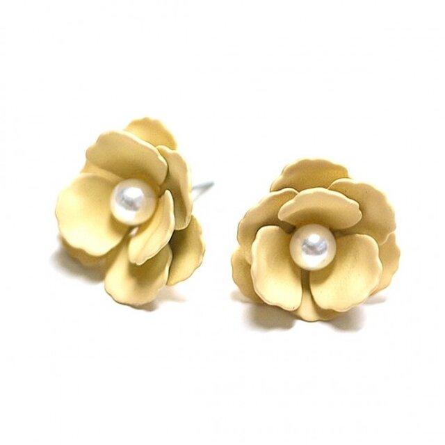 【1ペア】Anemonneライトイエローカラーパール付き花チタン芯ピアスの画像1枚目