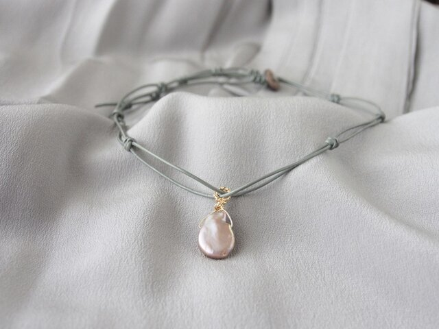 Gray Leather Pendant(Grayish Pink Pearl)の画像1枚目