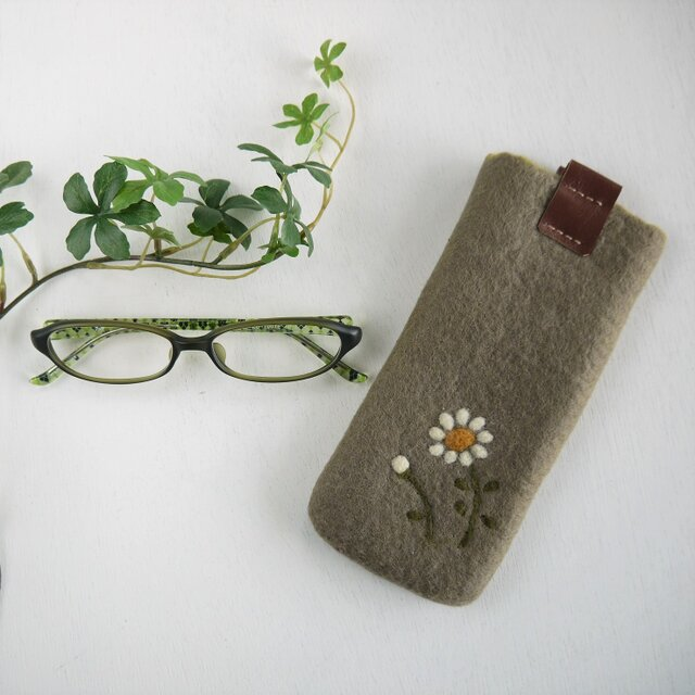 フェルトの小花柄メガネケース グレーアッシュ色*受注制作*の画像1枚目
