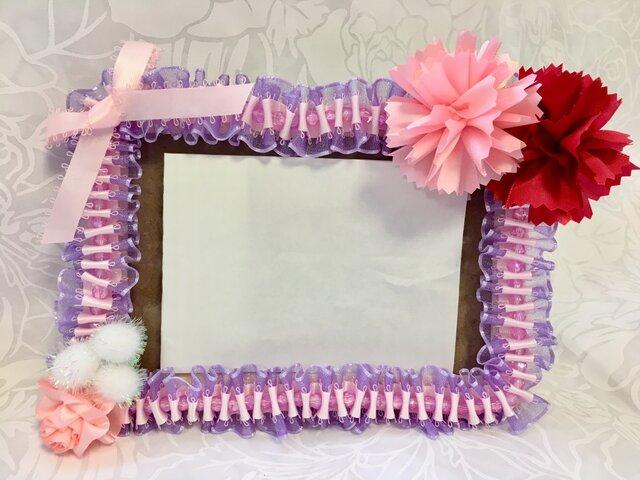 ハワイアンリボンレイ【カーネーションのフォトフレーム ピンク系】完成品の画像1枚目