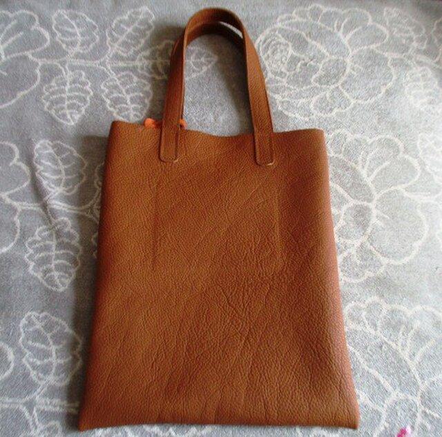 【ご予約品】トリヨン・薄まちA4余裕の手提げ・肩掛けバッグ タッセル付き の画像1枚目