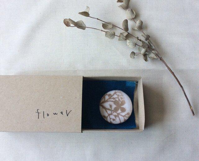 型染 ブローチ 「flower」 箱の中のabcの画像1枚目